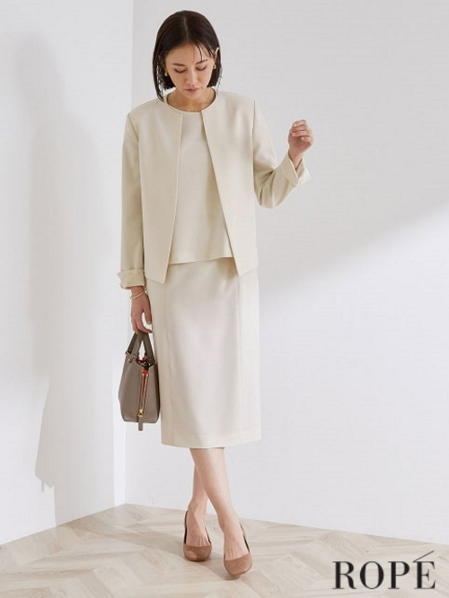 春らしいセレモニースタイル。  ジャケットやスカートは、身体の動きに合わせてしなやかに伸びる快適なストレッチ性が嬉しいポイントです。