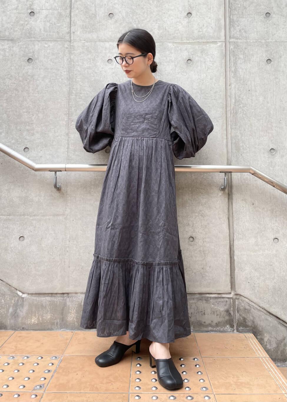 1着でサマになるサマーワンピース。 デザイン性も高く、女性らしいシルエットでこなれ感もプラスしてくれます◎ サラッとした着心地で夏も快適に着ていただけます。