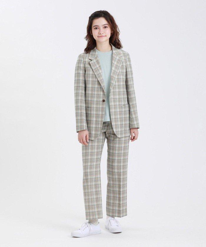 ヴィンテージテイストのパンツをお揃いのジャケットでメンズライクに。インナーにかわいい色を選ぶのがポイントです!