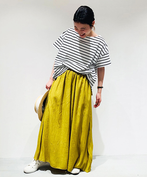 【ONIGIRI】 ONIGIRIのボーダーTなら、シルエットやデザインが優秀で、 品よくスタイリングできます。 着丈が長めなので、前だけフロントインしても サマになります。