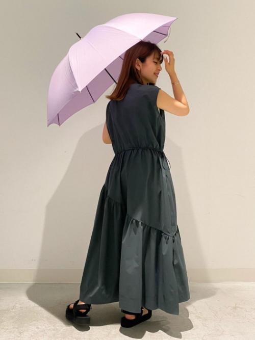 撥水加工がされたこちらのMizunoコラボレーションのワンピースなら、裾の濡れや汚れを気にせず着用出来るので、雨の日でもおしゃれを楽しんでいただけます! 今年注目されているティアードのトレンドデザインで、雨の日もこの一枚で周りとの差をつけちゃいましょう!