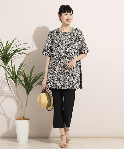 【大きいサイズ/L~3Lサイズ】シックに着こなせる夏のモノトーンスタイル。麻混のプリントチュニックで涼し気に。