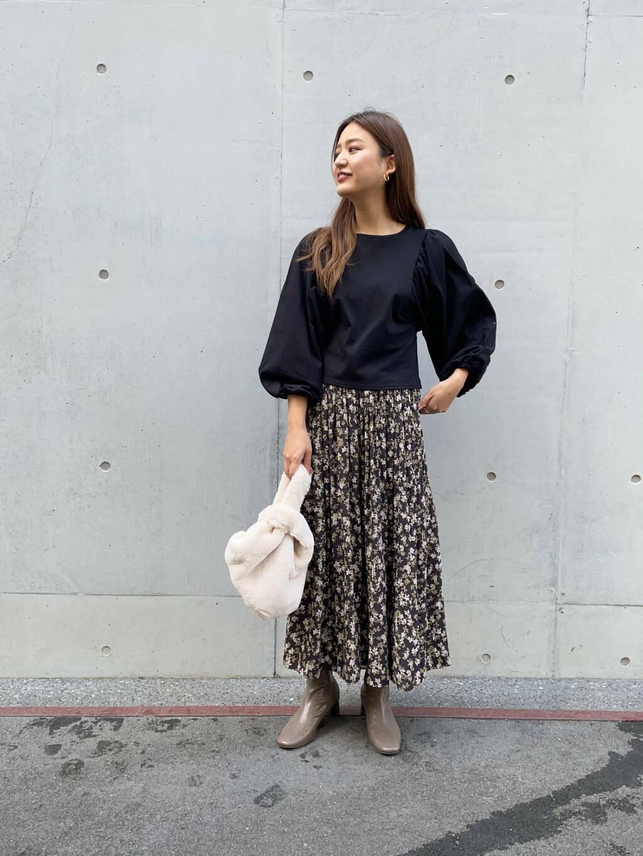 人気のスカートを使ってコーディネート!  リバーシブルのスカートは着回し抜群です◎甘くなりすぎないようにダークトーンで合わせました^^