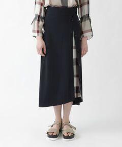 ◆ちらりとのぞくクレストブリッジチェックがかわいいフレアスカート<br /><br />脇の釦を開けるとクレストブリッジチェックがちらりと見えるのがかわいいフレアスカートです。<br />後ろウエストがゴム仕様なので、着心地も抜群です。<br />上品な雰囲気でオンオフ問わず着用いただけます。