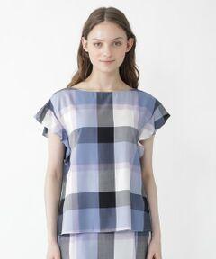 ◆クレストブリッジチェックが主役級の袖フリルブラウス<br /><br />【Design】<br />背面のボタンが華やかなクレストブリッジチェック素材のフリル袖ブラウスです。<br />ガーリーな短めのフリル袖がポイントです。<br />袖丈は肩線を落とすことで気になる肩回りをカバーしてくれるところもうれしいポイントです。<br /><br />【Styling】<br />シンプルなボトムスと相性抜群の一枚です。<br />同素材のクレストブリッジチェックスカートと合わせてワンピースのように着用いただくのもおすすめです。<br /><br />【Fabric】<br />表面の毛羽立ちを極限まで押さえたきれいな糸で、究極の膨らみと強度、軽さを持ちながらレーヨンのドレープ性と光沢も兼ね備えた素材です。<br />尾州産地で生産されたMADE IN JAPAN素材です。<br><br>Model:171cm Size:38