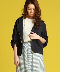 ナチュラルな素材感とお袖のデザインがポイントのジャケット。ポリエステル麻の強撚糸を使用した素材で、シャリっとした清涼感のあるタッチが特徴。<br>さりげなく前後差のついたヘムラインで、後ろ姿に丸みの出るシルエットがこなれ感アップ。<br>袖をラフにロールアップした着こなしがおすすめです。日焼け対策にも◎<br>●リネン<br><br>※お客様のモニター環境により実際のお色と多少異なる場合がございます。<br>※商品画像はサンプルの為、色味やサイズ等の仕様に変更がある場合がございますので、予めご了承ください。<br><br>