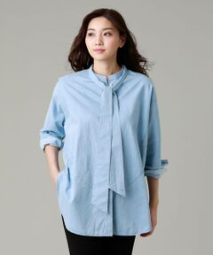ウォッシュデニムビッグシャツ<br /><br />【手洗い可能】<br />羽織感覚で着られる肉感と、絶妙な丈バランスが新鮮なビッグシャツ。<br />デニムをフェードカラーまでブリーチし、爽やかな印象と柔らかな着心地に仕上げました。さらにオーバーダイをすることで深みをプラスしたインディゴシャツです。<br />付属の共地ベルトはウエストをマークするのはもちろん、今シーズンのトレンドであるボウタイとしても使用可能です。<br />衿ぐりの後ろにベルトを通しをつけており、少しずらして片結びにしたり、1回結びで中心に垂らすなどアレンジを加えれば一気に今年の顔になります。<br />ベルトとして使用する場合、ウエストにはベルトループをあえてつけていないため、お好みの位置に合わせて使用いただけます。<br /><br />(春夏展開商材)<br /><br />モデル(下部ディテール画像):H 165 B 76 W 58 H 84 着用サイズ: 40