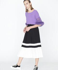 メリハリある配色切り替えが、モダンなアクセントになったスカート。上品なトリアセ素材と、歩く度に揺れる動きのあるプリーツテクニックが女性らしさを演出してくれます。視線を惹き付けるカラーパレットで、コーディネートの鮮度をぐっと上げてくれる一着です。