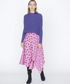 デシン素材でお作りしたイレギュラーヘムスカート。コントラストの効いた、印象的な2パターンのミックス柄もポイントです。動く度に綺麗に揺れ動く、優美なシルエットも魅力。ウエストはゴム仕様でストレスフリーにご着用いただけます。着まわしやすいブラックと、コーディネートの主役になる華やかなパープルとイエローの3色をご用意しました。