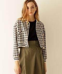 薄くて軽い、イタリアCREVACUORE(クレヴァクオーレ)社のツイードを使用した上質感溢れるブルゾン。<br />コンパクトなサイズにドロップショルダーなど、シンプルな中に溶け込む女性らしいシルエットが魅力です。<br />上品でありながらも、衿や袖にはラインリブを切替えた今季らしいスポーティーさを掛け合わせた他にはないデザイン。<br />ワンピースからパンツスタイルまで幅広く着まわせる、ワードローブの新定番としてお勧めの一着です。