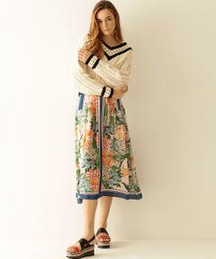 着こなしがシンプルになる季節に頼れる華やかなパターンが魅力のスカート。<br />どこかレトロで繊細なイタリアLISA(リサ)社の生地が際立つ、今季のトレンドスタイルにぴったりな一着です。<br />フレア過ぎず大人の女性も着こなしやすいシルエットやイレギュラーデザインなど、女性らしいフェミニンなム―ドに仕上げました。<br />シンプルなトップを合わせてボトムを主役にした装いにはもちろんの事、同柄でお作りしたフラワープリントフレアトップ【品番:19141091】と合わせたワンピース風の着こなしもぜひお勧めしたいアイテムです。<br />