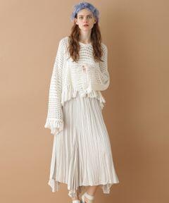 薄手のサテン地にシワプリーツ加工を施した、軽快な印象のマキシスカート。<br />裾にボリュームを出したレギュラーなデザインとひらひらと揺れる柔らかなシルエットが、女性らしさを高めます。<br />ウエストはゴム仕様でイージーな履き心地。<br />春らしい柔らかなカラーも魅力です。<br />トーンを合わせた旬なコーディネートにぜひお勧めしたい一品。<br /><br />