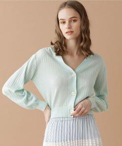 短めの丈感が目を惹くショート丈のニットカーディガン。<br />さらっとした肌触りの良いコットン地を使用し、季節の変わり目や夏の冷房対策にも便利な一着です。<br />シンプルで着まわしやすく、合わせるボトムを選ばないのも魅力。<br />カジュアルからフェミニンスタイルまで、幅広いコーディネートで活躍が期待できるお品です。<br />