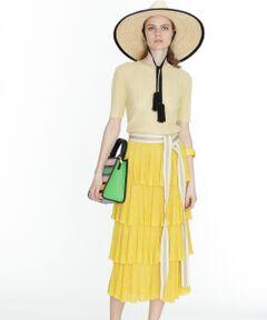 レイヤードディテールが華やかな印象を添えるロング丈のニットスカート。<br />程よい透け感のある素材と季節感溢れる綺麗なカラーパレットが、夏でも重くならずにご着用いただけます。<br />柔らかなニット地は履き心地の良さはもちろん、見た目にも優しい印象で女性らしい雰囲気に。<br />コーディネートの主役を飾る一品に仕上がりました。<br /><br />同シリーズでお作りしたシアーリブニットトップ【品番:39243007】とセットアップの着こなしもお勧めです。<br />