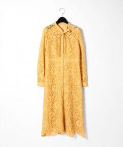 日本テレビ「シューイチ」にて片瀬那奈さんがネイビーを着用。クラシックなレースとボウタイディティールが目を惹くオケージョンワンピース。<br />抑えめなフレアーシルエットと深みのある落ち着いた色彩によって、大人の女性に似合うフェミニンな一着に仕上げました。<br />裾は軽やかなスカラップ仕様で女性らしさもプラス。<br />凛とした佇まいはオケージョンシーンにはもちろんの事、Gジャンなどと合わせたカジュアルMIXスタイルにもぜひお勧めしたい一着です。<br /><br />※こちらの商品はサンプル品を撮影しております。実際の商品と仕様、加工、サイズが若干異なる場合がございます。予めご了承下さいませ。<br />