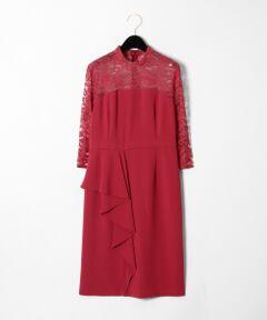微光沢のある美しいトリアセ素材で丁寧に仕立てた、ドレープとペプラムデザインが大人可愛い新作ドレス。<br />フロントのドレープから続くように後ろにペプラムが入った優雅なデザイン。<br />クラシックなハイネックも今季らしい着こなしを叶えるポイントです。<br />すっきりとした長めの袖はレースの透け感がある事で重たく見えず、一枚でも安心して着用でき、アウターを羽織りやすいのも魅力。<br />ワンカラーでシックに纏めた事で、華やかなシューズやアクセサリー、柄物のバッグなど、様々な小物とのコーディネートをお楽しみいただけます。<br />着まわしやすいブラックに加え、少しくすみのある大人っぽいカラー展開にもぜひ注目していただきたい一着です