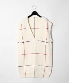 【&ROSY 12月号 掲載商品】着回し力抜群の畦編みニットベスト。<br />大きめに開いたVネックやアームホール、リラックス感のあるシルエットがリラクシーなムード漂う一着です。<br />刺繍でラインを施した繊細なデザインもポイント。<br />細身のパンツやプリーツスカートなどと合わせたり、中にハイネックを重ねたりと、様々なスタイリングをお楽しみください。<br /><br />