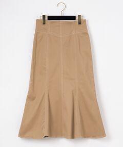 大人フェミニンなマーメイドシルエットが印象的なスカート。<br />巧みに切り替えを入れて、ウエスト周りはすっきりとさせ、裾に広がる独特なシルエットを表現しています。<br />女性らしい甘さに大人のエッセンスが溶け込んだ新鮮な一着。<br />タイトなトップスで纏めたり、Tシャツにスニーカーと合わせたカジュアルコーディネートもお勧めです。<br /><br />