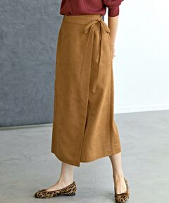 """<p><span style=""""color: rgb(128, 0, 128);""""><strong>◆今シーズンも引き続き大注目!スエードライク素材の大人スカート◆ </strong></span><br><br>上品な起毛感が大人な印象のスエードライクスカートのご紹介。<br>長め丈やリボン付きラップデザインで女性らしい雰囲気に仕上げました。<br>また秋にも活躍する落ち着いたカラーもポイント♪<br>ブラウスやハイゲージニットをふんわりとインした女性らしい着こなしがおすすめです。<br><br>こちらは同シリーズでキャミブラウス(品番:3616-199-0760)もございます。<br><br>※照明の関係により、実際よりもやや明るく見える場合がございます。またパソコンなどの環境により、若干製品と画像のカラーが異なる場合もございます。予めご了承ください。<br><br>店舗へお問い合わせの際は、全国のgreen label relaxing 各店舗まで下記の品名/品番をお申し付け下さい。 品名:FM スエード゛ライクラップSK 品番:3624-199-1605</p>"""