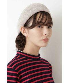 雰囲気のある杢調の色みが春らしい軽い着け心地のベレー帽です。裏糸にてサーモ糸で型入れをしており、また後ろ部分にタックを施しているため、ほどよい立体感でご着用時いただけるアイテムです。