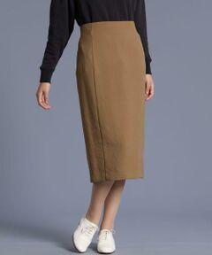 """柔らかい風合いのタイトスカート。縦のシルエットがすっきりと、スタイルアップして見せてくれます。シーズンライクなカラーを揃えており、一気に旬顔に見せてくれる一着です。トップス選びもしやすく、着回し力抜群です。これからのシーズン一着は持っておきたい、大人のワードローブにイチオシのアイテムです。<br/><br/>・裏地あり <br/>・後ろファスナー付き <br/>・水洗い可<br/><br/>《Karl Karl-KS(R)/カール カール》<br/>新素材""""KarlKarl(カールカール)""""は小松マテーレ(株)と(株)I.S.Tの共同開発により生まれた素材です。ポリエステルながら梳毛タッチな肌触り。もちろんイージーケアでシワになりにくい機能素材。ネーミング通り特殊な糸を使用し、生地自体が軽く分量感のあるミモレ丈スカートもストレスない軽さ。晩夏から着られる素材で秋ムードを先取りできます。<br/>"""