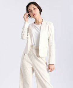 ストレッチに優れ、着心地の良さが魅力のジャケット。深めのVあきと緩やかなウエストのしぼり、丸みのある裾のカットがモダンで女性らしい雰囲気を演出。オフィスシーンなどさまざまな場面でデイリーに活躍してくれるアイテムです。同素材のガウチョパンツとのセットアップもおすすめです。 <br/><br/>《PONTETORTO/ポンテトルト》<br/>イタリア・プラトのファブリックメーカー。上品な生地から、ウィンドストッパーやウォータープルーフ等の機能素材まで幅広く手がけており、ハイクオリティな生地に定評があります。<br/><br/>・裏地なし <br/>・ポケットあり <br/>・水洗い可<br/><br/><br/><br/>■サンプル撮影商品■<br/>こちらの商品はサンプルでの撮影となっております。実際の商品とは、商品情報(生産国、色味、上代、納期など)が変更になる場合がございます。予めご了承ください。
