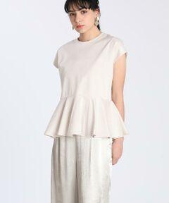 Luftrobe定番のフリルカットソー。後ろ下がりの立体的なフリルにより裾にボリューム感があり女性らしいシルエットですが、消して甘くならないようシャープに仕上げました。カラーによって裾が異素材になり、トレンドのシアー感も楽しんでいただけます。<br/><br/>・水洗い可<br/><br/>■サンプル撮影商品■<br/>こちらの商品はサンプルでの撮影となっております。実際の商品とは、商品情報(生産国、色味、上代、納期など)が変更になる場合がございます。予めご了承ください。