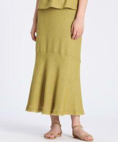 裾に分量を添えるナローシルエットのスカート。夏らしいカラーリングとナチュラルなメッシュ素材で涼し気な印象に仕上げました。歩くと揺れる裾のボリュームとフリンジがポイントで、力の抜けたスカートスタイルを楽しんでいただけます。Tシャツにサンダルを合わせるなどカジュアルなコーディネートもおすすめですが、同素材のブラウスを合わせると、今年らしいセットアップスタイルを楽しむことが出来ます。<br/><br/>・裏地あり<br/>・後ろファスナーあり<br/>・水洗い可<br/><br/>セットアップ対応ブラウス品番:7102182502<br/>