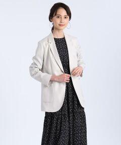 さらりとラフに羽織れるロングジャケット。ヒップにかかる長めの着丈が新鮮なバランスで、肩パットを使用せず仕上げているので軽い羽織心地を楽しんでいただけます。ナチュラルな表情感を再現したリネンライクな素材が涼し気で、シワになりにくくご自宅でケアもできる気軽さも魅力です。今までにないカラー展開で新しいジャケットスタイルを楽しめるおすすめの一着です。            <br/>            <br/>・裏地あり(背抜き)<br/>・ポケットあり <br/>・水洗い可<br/><br/>《ASAKO/アサコ》<br/>小松マテーレ株式会社が開発した新素材。独自の技術を活かし、ポリエステルをベースにした素材に加工を施して、麻のような手触りやハリ感、麻では難しい光沢加工を付け加えた汎用性の高い素材です。<br/><br/>■サンプル撮影商品■<br/>こちらの商品はサンプルでの撮影となっております。実際の商品とは、商品情報(生産国、色味、上代、納期など)が変更になる場合がございます。予めご了承ください。<br/>