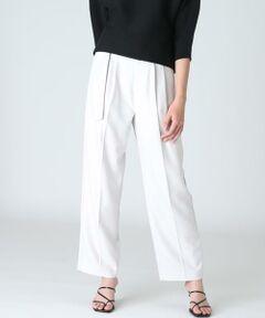 Dカンベルト付きのシルエットに拘ったテーパードパンツ。タックを施しながら裾に向かってゆるやかに細くなるシルエットで、足のラインを拾わずにすっきりと穿けるデザインです。ナチュラルな表情感を表現したリネンライク素材が涼し気な印象で、シワになりにくくお洗濯可能なイージーケアも嬉しいポイント。カジュアルにも女性らしくも穿きこなせるデイリーユースなおすすめパンツです。<br/><br/>・裏地あり<br/>・ポケットあり <br/>・水洗い可<br/><br/>《ASAKO/アサコ》<br/>小松マテーレ株式会社が開発した新素材。独自の技術を活かし、ポリエステルをベースにした素材に加工を施して、麻のような手触りやハリ感、麻では難しい光沢加工を付け加えた汎用性の高い素材です。<br/><br/>■サンプル撮影商品■<br/>こちらの商品はサンプルでの撮影となっております。実際の商品とは、商品情報(生産国、色味、上代、納期など)が変更になる場合がございます。予めご了承ください<br/>