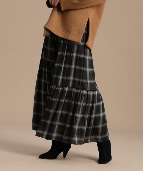 INED / イネド ミニ・ひざ丈スカート   ティアードプリントスカート《Viscotecs》(ブラック)