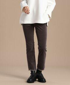 シーズンムード漂うコーデュロイパンツをカットオフのスリムデザインで。ソフトな風合いを持つ薄手のコーデュロイ生地は伸縮性があり柔らかいので、スリムシルエットでもなじみ良く穿いていただけます。裾の自然なフレアとくるぶしを見せるレングスが膝下を長く見せ、カットオフで仕上げたスリットとフリンジで秋冬のスタイルに抜け感をプラスします。シンプルなデザインとすっきりとしたシルエットで合わせるものを選ばないから、ワードローブの定番として押さえておきたい一本です。<br/><br/>・裏地なし<br/>・ポケットあり<br/>・ストレッチあり<br/>・水洗い可<br/><br/>■サンプル撮影商品■<br/>こちらの商品はサンプルでの撮影となっております。実際の商品とは、商品情報(生産国、色味、上代、納期など)が変更になる場合がございます。予めご了承ください。