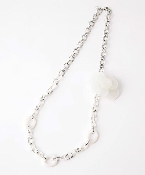 INGEBORG/インゲボルグ ●コサージュ付チェーンネックレス ホワイト×シルバー フリーサイズ