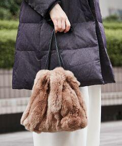 ふわふわの手触りがやみつきになりそうなリアルファーの巾着バッグ。<br>レッキスラビットのファーは、通常のラビットファーよりも毛が抜けにくいのが特徴。<br>ファー小物における最大の悩みともいえる抜け毛問題が軽減され、ウールなど毛がつきやすい素材のお洋服でも安心です。<br>コーディネートのポイントになりそうなカラーラインナップで、この冬イチオシのアイテムです。<br><BR>
