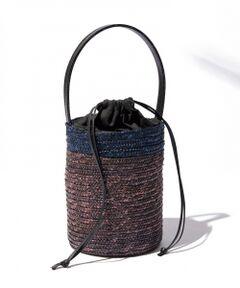 イタリア製のバケツ型デザインが新鮮。■商品説明<br />イタリア製ならではの洗練されたバイカラーデザインがポイント。大人かわいいバケツ型で、小ぶりながらも長財布が入ります。休日のお出かけに連れて行って。