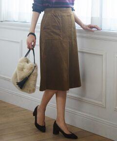大人カジュアルに最適!大人が着たい、上質コーデュロイ<br /><br />■デザイン<br />今年らしい太コーディロイのタイトスカートです。<br />タイトスカートですがぴったりとし過ぎず、程よくゆとりのあるシルエットで安心して着ていただけます。<br />両脇のアウトポケットで程よくカジュアルなディティールをプラスしています。<br />カジュアルな素材ですが、ウエストをスッキリさせ大人っぽく着用できるように仕上げました。<br />ウエストはジャストウエストで着用でき、トップスをインした今年らしいコーディネートもきまります。<br /><br />■素材<br />超長綿のスーピマを使用しているため上品な光沢とシルキーなタッチが特徴です。<br />またコーデュロイの畝にもこだわることにより、カジュアル過ぎない、上質感のあるコーデュロイ素材に仕上げています。<br /><br />■着こなしポイント<br />トップスをインしてすっきりと着こなすのがオススメ。<br />カジュアルになり過ぎないよう革小物やパンプスで女性らしい要素をプラスして。<br /><br />■同素材アイテム<br />ワイドパンツ(PRGJYW0080)<br />大きいサイズ(PRGTYW0080)<br />小さいサイズ(PRG0YW0080)<br /><br />※洗濯機で洗えます。<br />※商品画像はサンプルを使用しているため、色味やサイズ等の仕様に変更がある場合がございますので、予めご了承ください。