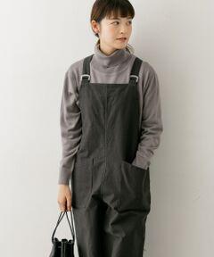 ハイゲージで編みたてられた上品な印象のタートルネックニット。程よくワイドなシルエットが体のラインを拾いにくく、すっきりとした着こなしを演出します。サイドにスリットが入っているのでフロントインもしやすいデザイン。一枚着はもちろんレイヤードアイテムとしても幅広く活躍します。