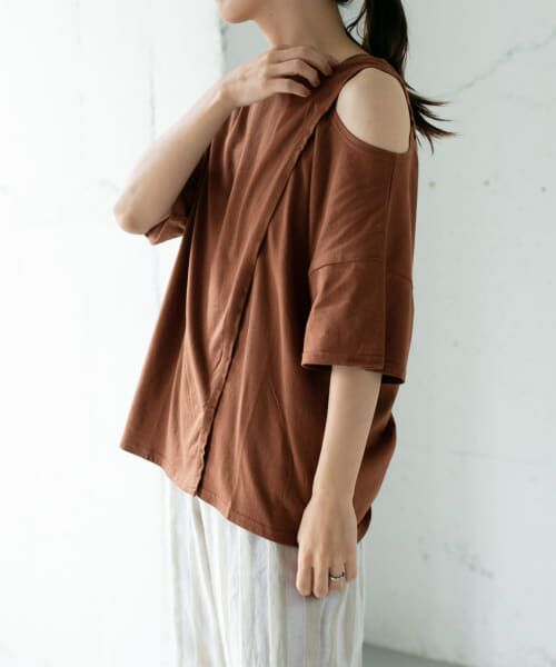 KBF / ケービーエフ Tシャツ | オープンショルダーアシンメトリーTシャツ(BROWN)