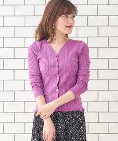綿混の糸にストレッチ糸を引そろえ、程よい厚みとストレッチがきいたリブニット。<br>ぴったりしすぎないサイズ感で1枚着としても活躍。<br>幅の異なるランダムリブでニュアンスをプラス。<br>前後2WAYで着用可能。袖口や裾のさりげないフリルなど女性らしいディティール。<br>手洗い可能な素材が嬉しいニットです。<br>手洗い可 ドライクリーニング可 陰干し<br>*摩擦や水濡れによる色落ち・色移りにご注意下さい。