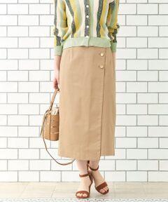 -2019SS-<br><br>ラップ風のデザインとボタン使いがアクセントのタイトスカート。<br>ストレッチの効いたコットンサテン素材を使用しているのでタイトでも履きやすい1枚。<br>生地の表面には上品なツヤ感がありONスタイリングにおすすめのスカートです。<br>手洗い可 ドライクリーニング可 陰干し<br>*摩擦や水濡れによる色移りにご注意下さい。