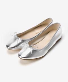 定番人気のバレエシューズはつま先をスクエアトゥにしてアップデート。<br>靴底とかかとに入ったクッションでフィット感があり快適な履き心地で長時間履いても疲れにくいフラットシューズです。<br>サイズ36:23-23.5cm、サイズ37:23.5-24cm(目安サイズ)