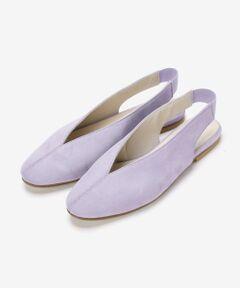 エッジの効いたV字のカッティングが、足元をすっきりと見せてくる上品な印象の一足。<br>シンプルながらもパッと存在感を放つ、スタイリッシュでお洒落なフラットシューズです。<br>サンダルとしてそのまま履くのはもちろん、靴下でアレンジを楽しむのも素敵に決まります♪<br>*摩擦や水濡れによる色移りにご注意下さい。