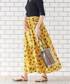 【老舗テキスタイルメーカーDeveaux社のプリントを使用】<br><br>鮮やかな柄が印象的なスカートは、フランスDeveaux社のプリントを使用したスペシャルなアイテム。<br>程よいボリューム感のあるロング丈で、スタイリングの主役になる1着。<br>Tシャツとスニーカーでさらっとカジュアルに合わせるのがおすすめ。<br>付け外し可能なサッシュベルトで着こなしのアレンジが可能です。<br><br>※同素材でワンピースもご用意しております。<br><br>Deveaux(デヴォー社):創立から100年以上の歴史あるフランスリヨン地方にある老舗テキスタイルメーカー。<br>洗い可 ドライクリーニング可 陰干し<br>*プリント製品は永久的なものではありませんので、お取扱いにご注意下さい。