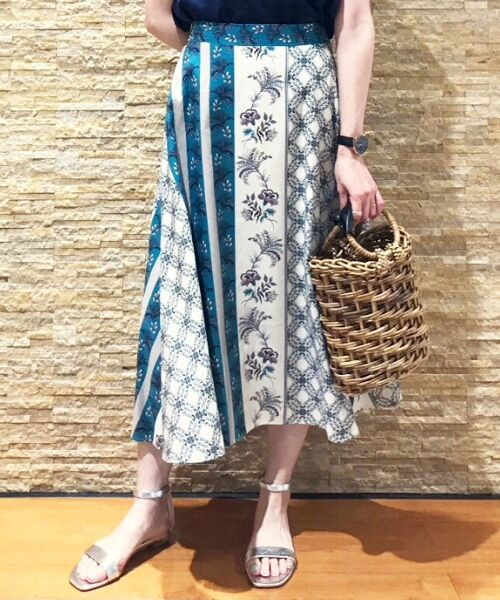 le.coeur blanc / ルクールブラン ミニ・ひざ丈スカート | フラワーパネルプリントフレアスカート(グリーン柄)