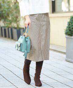 スッキリラインが叶う、美シルエットスカート。<br>女性らしい印象のタイトスカートですが、ポケットでカジュアルダウンしているので普段使いし易いアイテム。<br>フロント部分にはスリットを施し、着用時も身動きしやすいよう考えて作られた1枚に◎<br>ハイウエストデザインなので、着丈が短いトップスとも相性良く着られます。<br>さらに脚長見えするのが嬉しいポイントです。<br><br>====================<br>透け感:なし<br>裏地:あり<br>伸縮性:表地/ややあり、裏地/なし<br>光沢感:なし<br>====================<br>手洗い可 ドライクリーニング可 陰干し<br>*濃色は摩擦や水濡れによる色移りにご注意下さい。