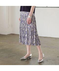<font color='#0063B1'><b>繊細で優しい色味が魅力 ペイズリープリントのプリーツスカート</font><br><br>【小さいサイズ】【Sサイズ】<br>【日本素材】<br>【セットアップ可】</b><br><br>ソフトで軽量なポリエステル梨地を使用したプリーツスカート。優しい雰囲気の色味が女性らしさを感じさせてくれます。<br><br>二段に切り替えたプリーツが上品。軽やかで歩くたびに揺れるシルエットが美しいスカートです。<br><br>同素材のプルオーバーブラウス(73033102)とセットアップで着ればワンピースのようにお召しいただくことのできるアイテムです。<br><br>ブラウス:73033102<br>スカート:73043102<br><br><b>◆コーディネート◆</b><br><br>上品な印象のペイズリーはいつの時代も愛される柄。流行に左右されず穿いていただけるスカート。<br>着こなしのアクセントになるプリントものは着こなしを新鮮に見せてくれます。<br><br>Tシャツやブラウスと合わせても良いですし、同素材のブラウスとあわせればエレガントなワンピース見えするコーディネートに。<br><br>外国人モデル身長:174cm<br>日本人モデル身長:162cm<br><br><br><b>◆商品ポイント◆</b><br><br>素材の厚さ :やや薄い<br>素材の透け感:やや透けがあるため総裏地付き<br>素材の光沢 :光沢がない<br>素材の伸縮性:なし<br>裏地仕様  :総裏<br>ウエスト  :オールゴム ファスナーなし<br><br><b>◆リリアンビューティエクラ コンセプト◆ <br>  【小さいサイズ】</b><br><br>トレンドに敏感でありながら、品良く、大人の女性をイメージ<br>「上品」「上質」に「旬」をプラスして、ライフスタイルに合わせてセレクトできるアイテムを提案いたします<br> <br>※撮影環境により 光の当たり具合で色味が違って見える場合があります。 <br>※モデル画像はサンプルを使用しているため、色味やサイズ・プリント位置・仕様などに変更がある場合がございます。 ご了承くださいませ。<BR>