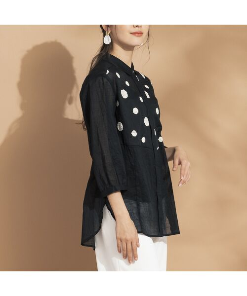 Liliane Burty ECLAT / リリアンビューティ エクラ シャツ・ブラウス | 綿麻ワッシャー 刺繍配色ブラウス(ブラック)