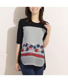 ■商品紹介■<br><font color='#0063B1'>◆表情感のあるジャガードを贅沢に使ったデザインTシャツ◆</font><br><br>ストライプとスクエア柄をミックスしたカットジャガードが目を惹くTシャツです。<br>程よい艶感のある素材で1枚で着映えるのが嬉しいポイント。<br>袖や後身はコットン天竺を使用しているので爽やかな着心地も魅力です。<br>裾の丸みのあるカッティングが女性らしく、やや長めの着丈でパンツスタイルと好相性。<br><br>デイリーからちょっとしたお出かけまで幅広く活躍してくれる異素材使いのTシャツ。<br>ぜひチェックしてくださいね。<br><br>*日本製<br>*手洗い可<br><br>【モデル身長:165cm】<br><br>■コーディネイト■<br>ボトムはパンツがオススメです。<br>クロップドやストレートシルエットのパンツはもちろん、ワイドパンツとのコーディネートもお洒落です。<br>デニムパンツとカジュアルに着こなしても素敵ですね。<br><br><br>■商品特性■<br>素材の厚さ:やや薄い<br>素材の透け感:透けない<br>素材の光沢:光沢がない(前身柄部分の一部にやや光沢あり)<br>素材の伸縮性:ある(前身柄部分はなし)<br>袖丈:半袖<br>柄位置:商品によって異なる可能性あり<br><br><br>◆ LOBJIE Brand Concept ◆<br>旬なデザイン、素材を使ったトレンドアイテムから上質で高級感溢れるエレガンスアイテムまでを揃えたタウンコーディネートブランド。<br><br>*撮影環境により光の当たり具合で色味が違って見える場合があります。<br>*商品画像はサンプルのため、色味やサイズ、プリント位置、仕様などに変更がある場合があります。<br>*取扱い表示をご確認の上、着用をお願いします。<BR>