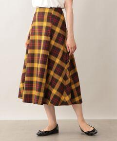 <ミッドカーフ丈のタックフレアスカート><br /><br />贅沢に生地を使用した分量感のあるスカートなので、トップスがシンプルでも華やかな印象のコーディネートに仕上がります。<br><br>【素材】<br>ウールのようにチクチクせずコットンよりシワになりにくい、季節の変わり目にとても便利な先染めのツイル素材です。ストレッチ入りで穿きやすいのもポイントです。<br>※家庭洗濯可能です。<br>※34サイズは一部店舗でのお取扱いになります。<br /><br /><br><br>モデル:165cm B:73cm W:58cm H:85cm 着用サイズ:38サイズ