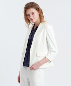 <夏に嬉しい人気素材のジャケット><br /><br />オフィスの冷房対策にも活躍してくれる一着です。キャミソールなどの上に羽織ってもまとわりつかずサラリと快適に過ごせます。<br><br>【素材】<br>汗を素早く吸収、拡散して速乾性に優れた特性を持つボディシェル素材を使用しています。白でも透けにくい夏の人気素材です。<br>※家庭洗濯可能です。<br>※34サイズは一部店舗でのお取扱いになります。<br><br>※商品入荷予定:4月上旬<br>※予約販売商品が入荷いたしますとメールでのご連絡をさし上げます。<br>予約販売についての詳細は「ご利用について」ページ内の「予約販売について」をご覧下さい。<br><br>※予約販売商品は、入荷時に価格が変更となる場合がございます。<br>価格が下がった場合、差額をご返金させて頂きます。<br>価格が上がった場合、ご予約時の価格にてご請求させて頂きます。<br><br>※製品化にあたり生産中止サイズが発生する場合がございます。<br>その際には該当サイズをご注文のお客様には誠に恐れ入りますが、ご注文キャンセルとさせていただきますこと、ご了承ください。<br><br>※この商品はサンプルでの撮影を行っています。<br>実際の商品とイメージ、サイズ、品質表示、原産国等が異なる場合がございます。<br /><br /><br><br>モデル:172cm B:80cm W:59cm H:88cm 着用サイズ:38サイズ